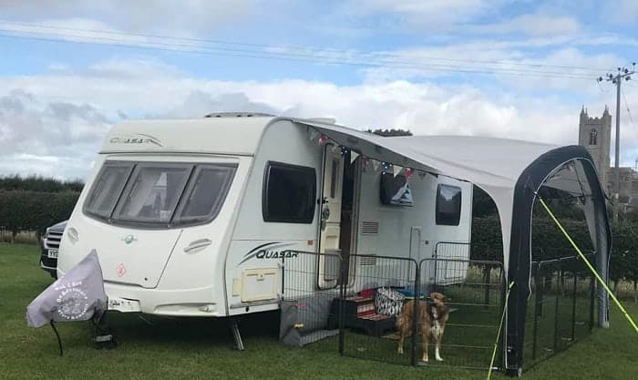 portable-dog-fence-for-camping