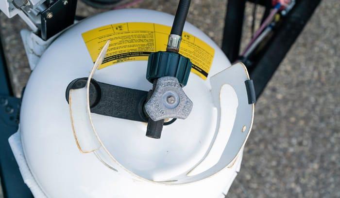 how to hook up an external propane tank to an rv